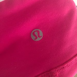 Hot pink Lululemon Wunder Under leggings
